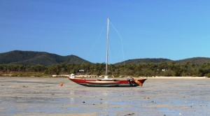 Outrigger boat on Dingo Beach