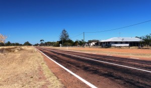 The road to Hughenden through Homestead