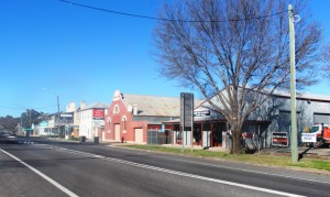 A quiet street in Molong, NSW.