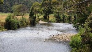 The crossing near Kingwill Bridge allows 4WD owners to wash the dust from their wheels.