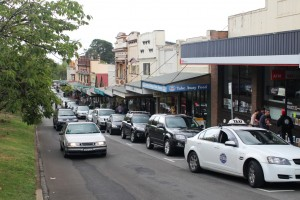 Leura Mall. Not a spare car parking space in sight.